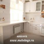 рабочая кухонная зона с подоконником у окна искусственный акриловый камень