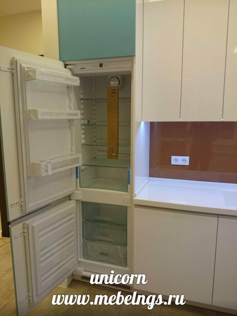 кухонный гарнитур со встроенным холодильником