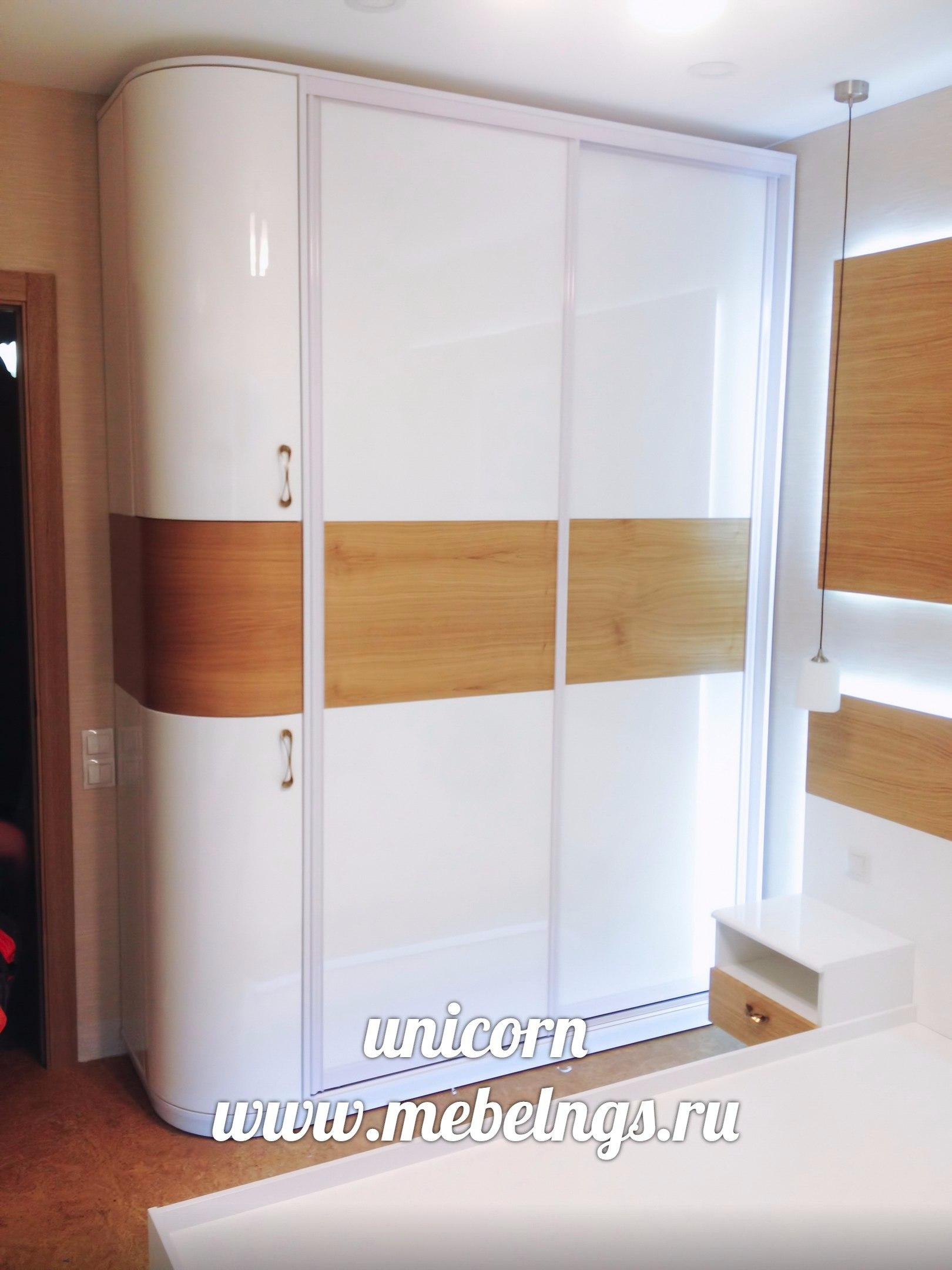 шкаф с закругленной дверцей