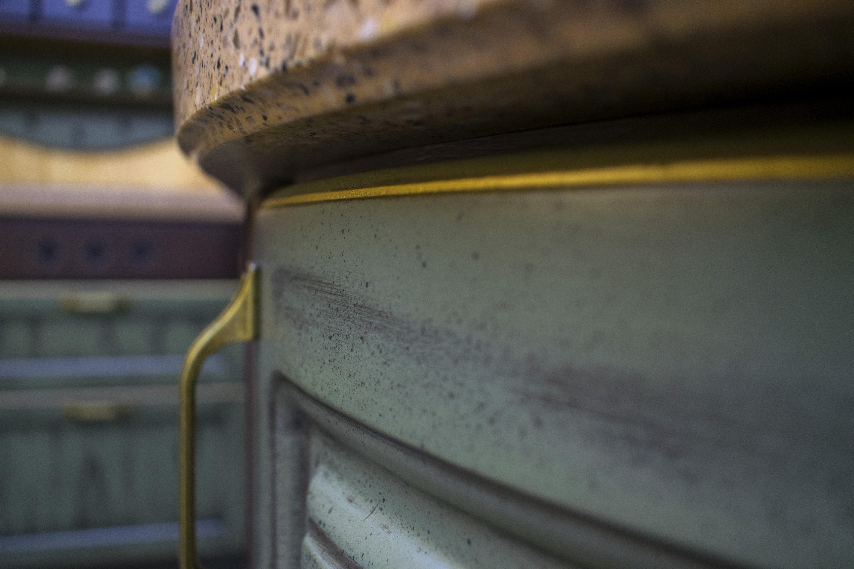 качественная мебель на заказ с золотой патиной