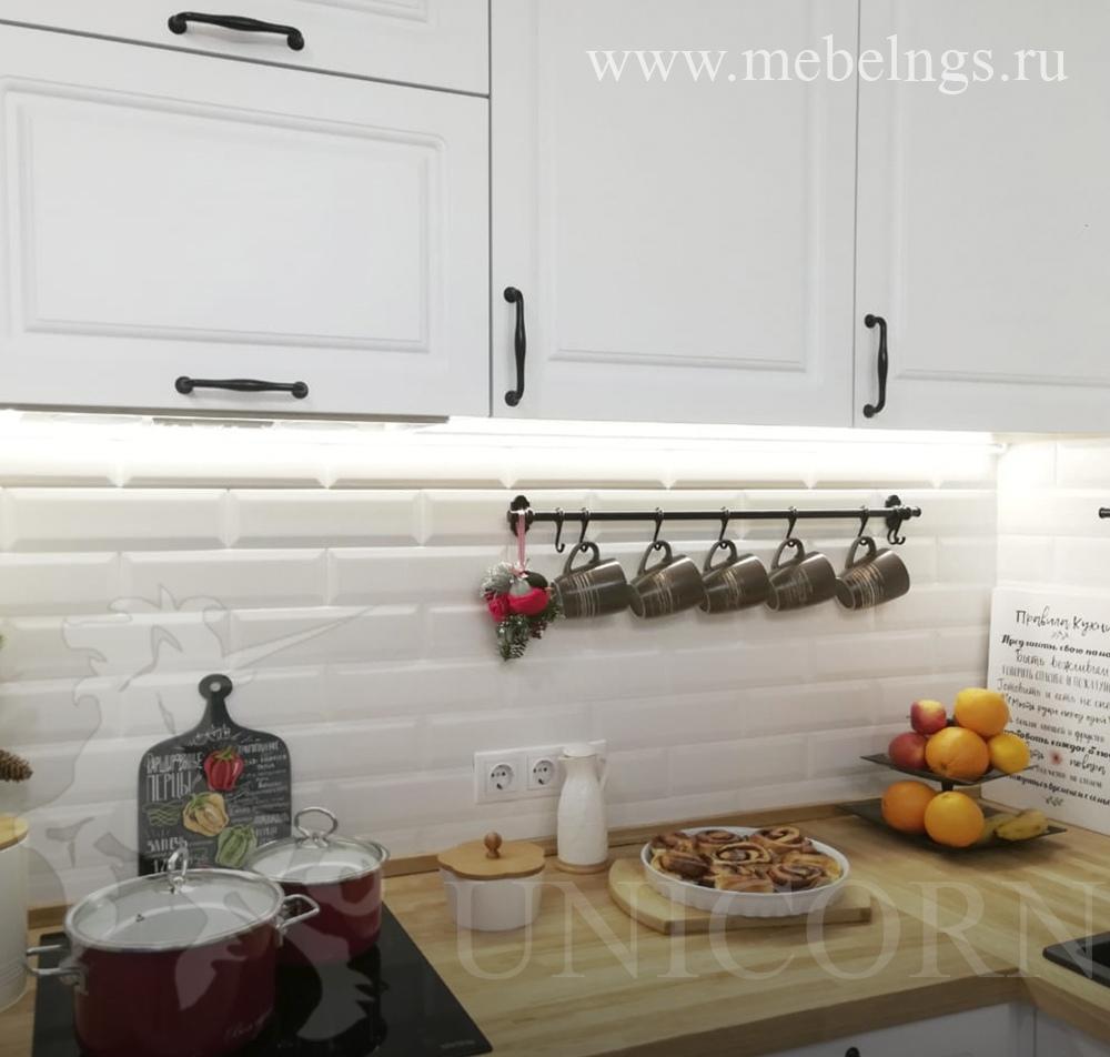 кухня на заказ с деревянной столешницей