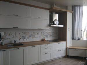 кухня с местом отдыха в эркере